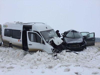 Вседорожный автомобиль врезался вавтобус наСтаврополье, 1 умер, 6 ранены