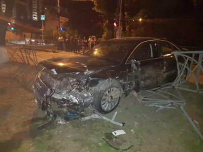 «Ауди», «Мазда» и«Пежо» столкнулись вСтаврополе. Три человека ранены