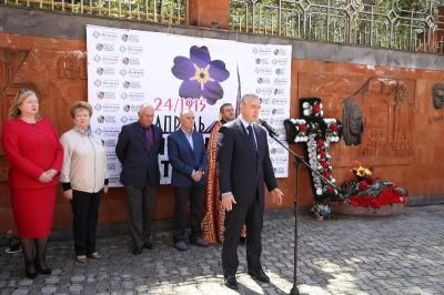 ВЕреване факельным шествием почтили память жертвам геноцида армянского народа