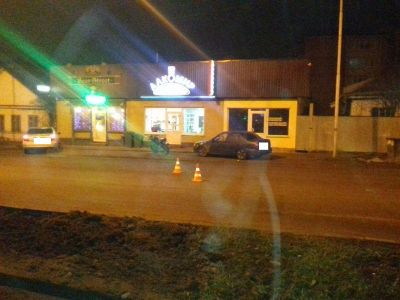 ВПятигорске мотоциклист без прав врезался вдве иномарки