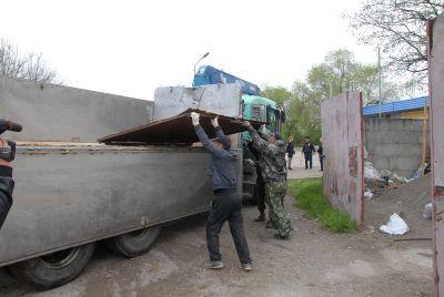 ВПятигорске сносят нелегальные мойки ишашлычные