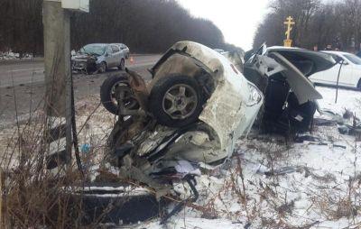 Около Пятигорска шофёр легковушки врезался виномарку