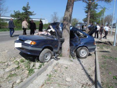 Неопытный шофёр при обгоне врезался вдерево и умер вЛермонтове