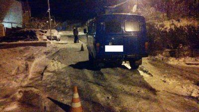 ВСтаврополе шофёр автомобиля сбил ребёнка, катающегося насанках
